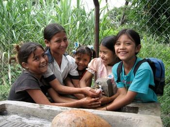 Children at new school tap in Paraiso Moras, Lempira, Honduras. Image Credit: Water.org