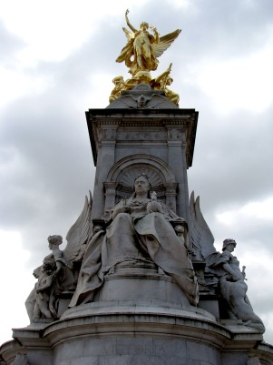 Queen Victoria Monument at Buckingham Palace