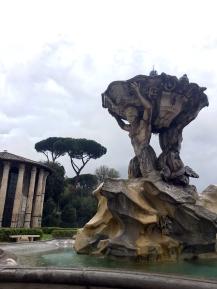 fontana fountain tritoni rome italy