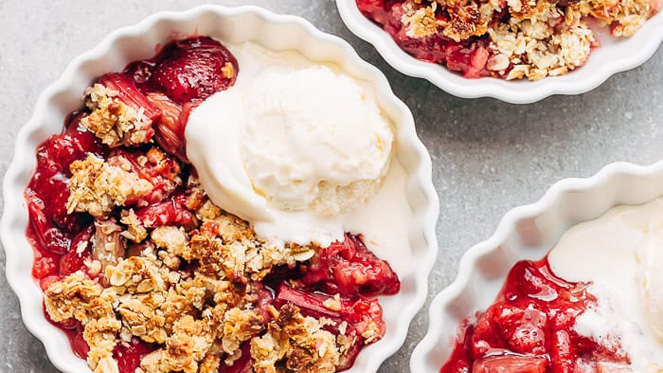 10 Warm Fruit Crisps and Crumbles for Every Taste and Occasion