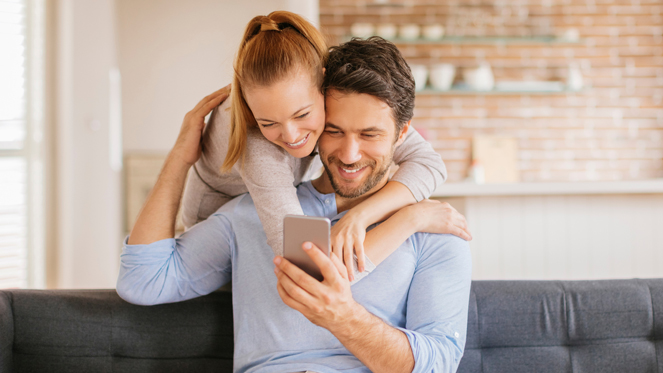 'Happy Couples' on Facebook May Not Be as Happy as You Think