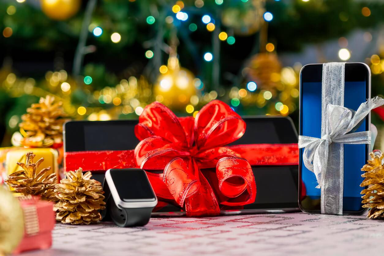 Holiday Gift Guide for the Tech Obsessed Lover